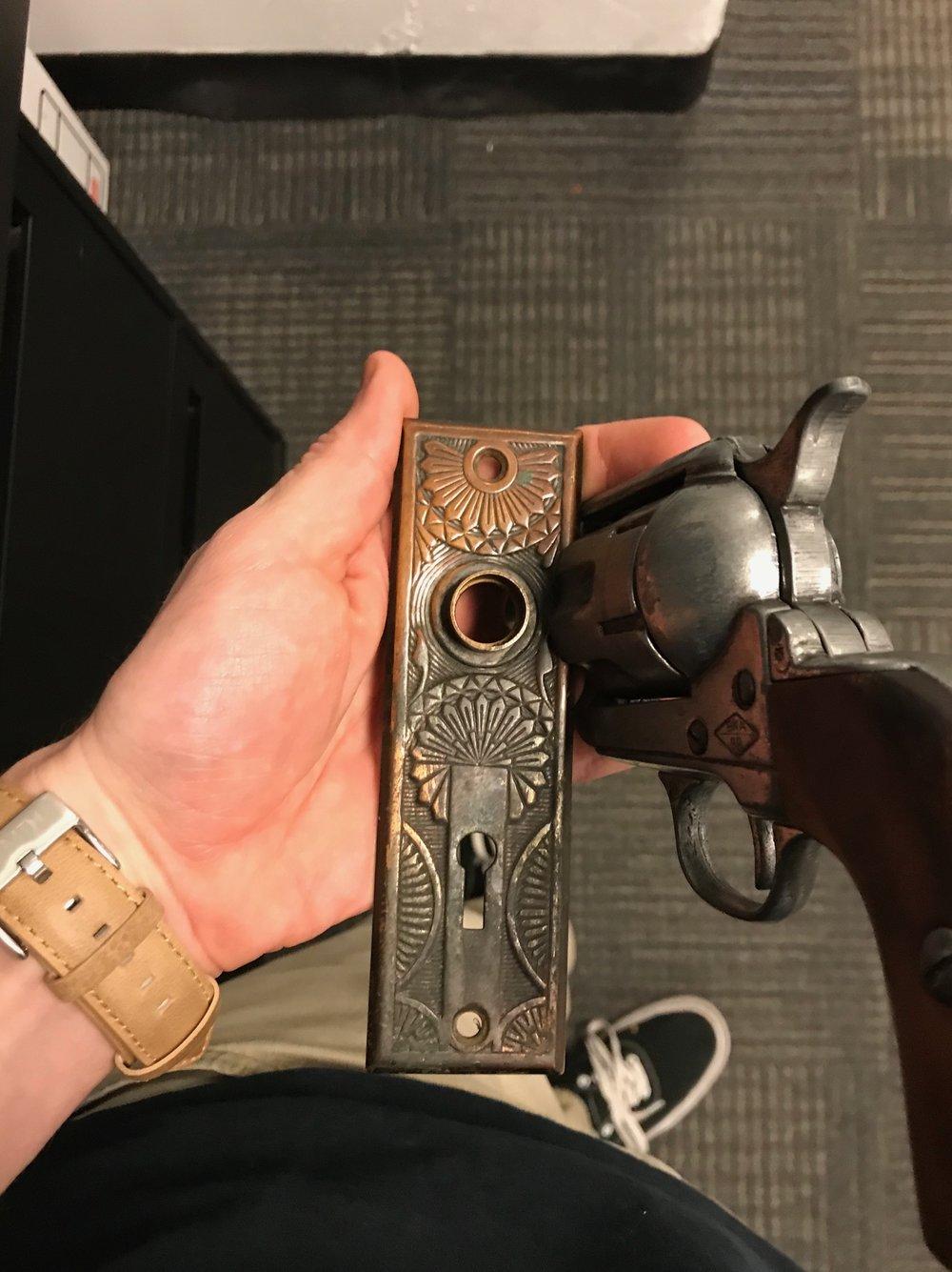 matching the gun to the chosen door key plate