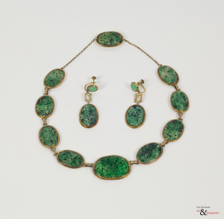 A Chinese Spinach Jade Necklace and Earrings, c. 19th-20th Century