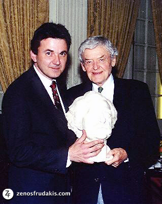 Hal Holbrook receiving Mark Twain sculpture by artist Zenos Frudakis (left).