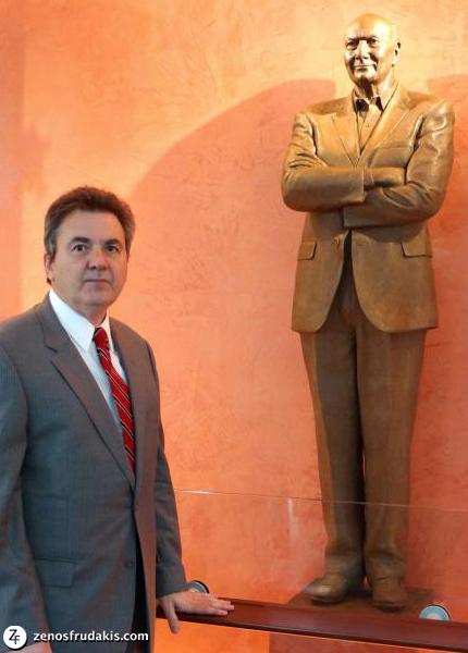 Michael Kahn, portrait statue