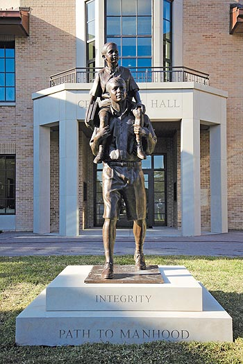 St. Mark's School of Texas, portrait statue