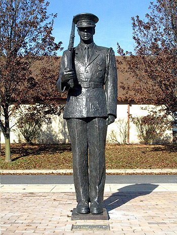 Veterans' Memorial, portrait statue