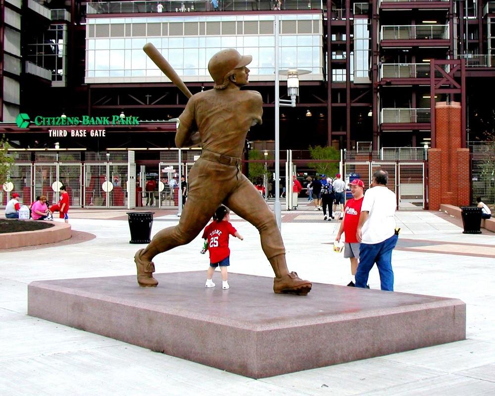 Mike Schmidt, portrait statue