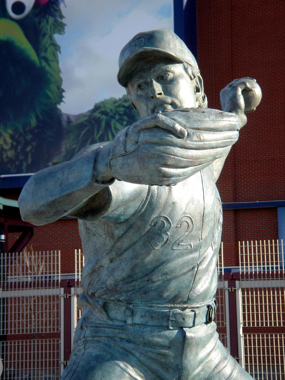 Steve Carlton, portrait statue
