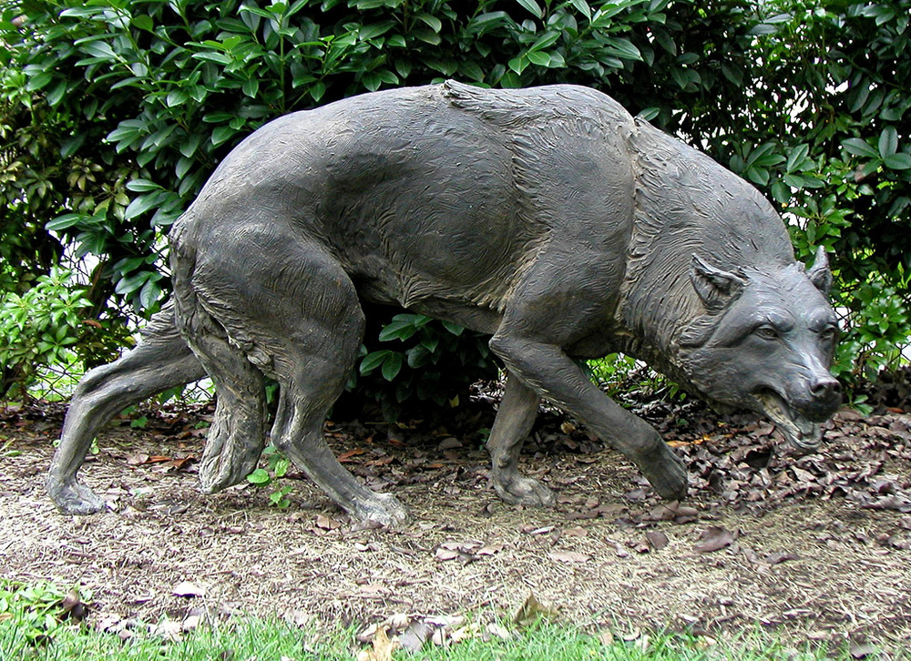 Wolf, Crouching, animal sculpture