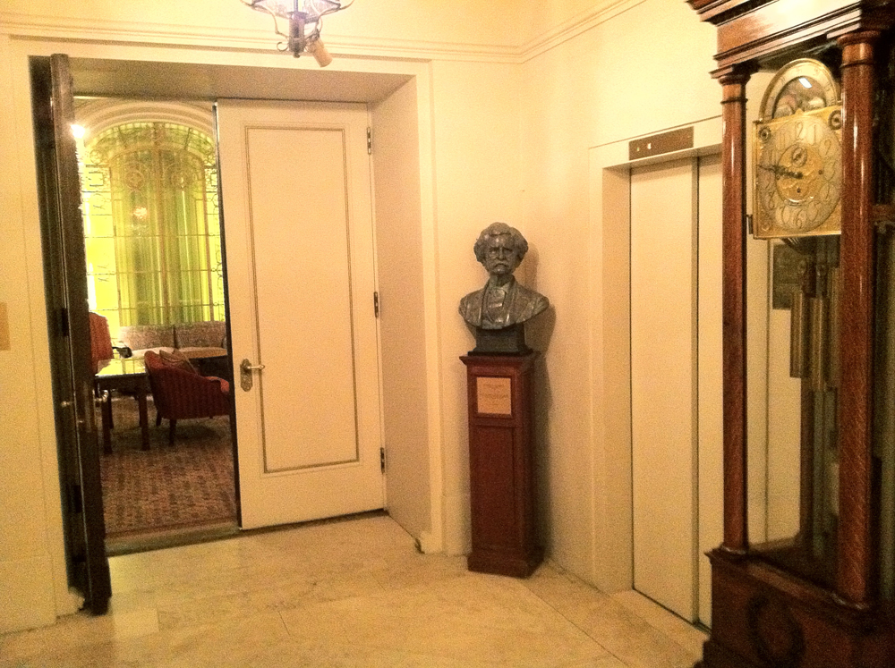 Mark Twain  sculpture bust by Zenos Frudakis at the Lotos Club in New York City.