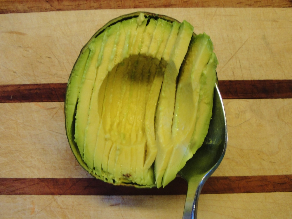 slicing avocados 2