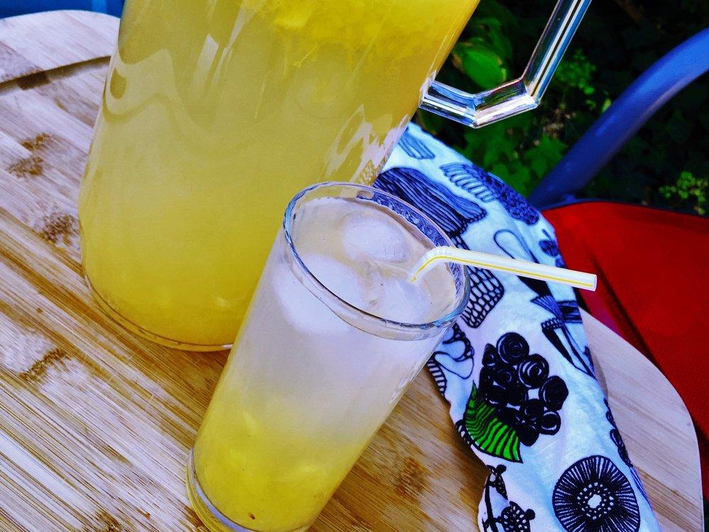 peach thyme lemonade