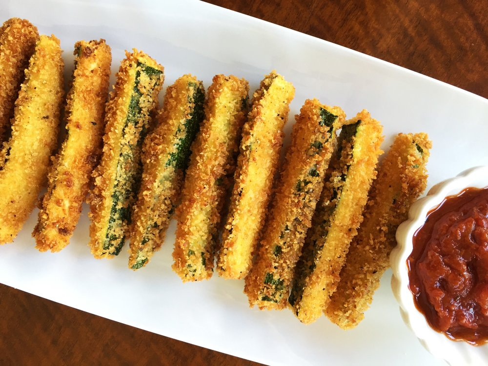 Fried zucchini with marinara dipping sauce