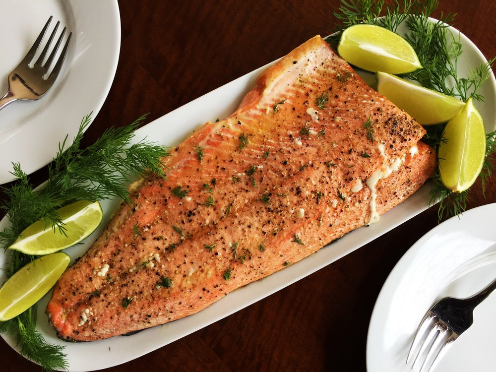 Baked salmon with very fresh dill and limes