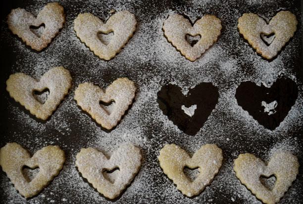 a.+linzer+heart+cookies+3.jpg