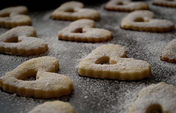 a.+linzer+heart+cookies+2.jpg
