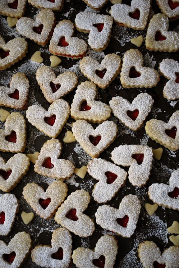 a.+linzer+heart+cookies+4.jpg