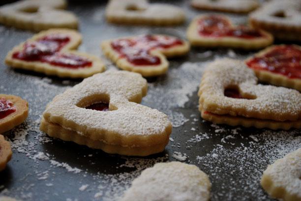 a.+linzer+heart+cookies+5.jpg