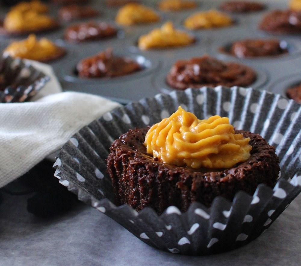 {Flourless} Mini Chocolate Cake Bites | Pass the Cocoa