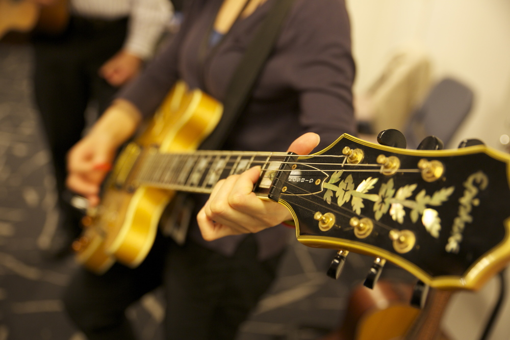 guitar-player-in-a-team-building-activity-in-Singapore