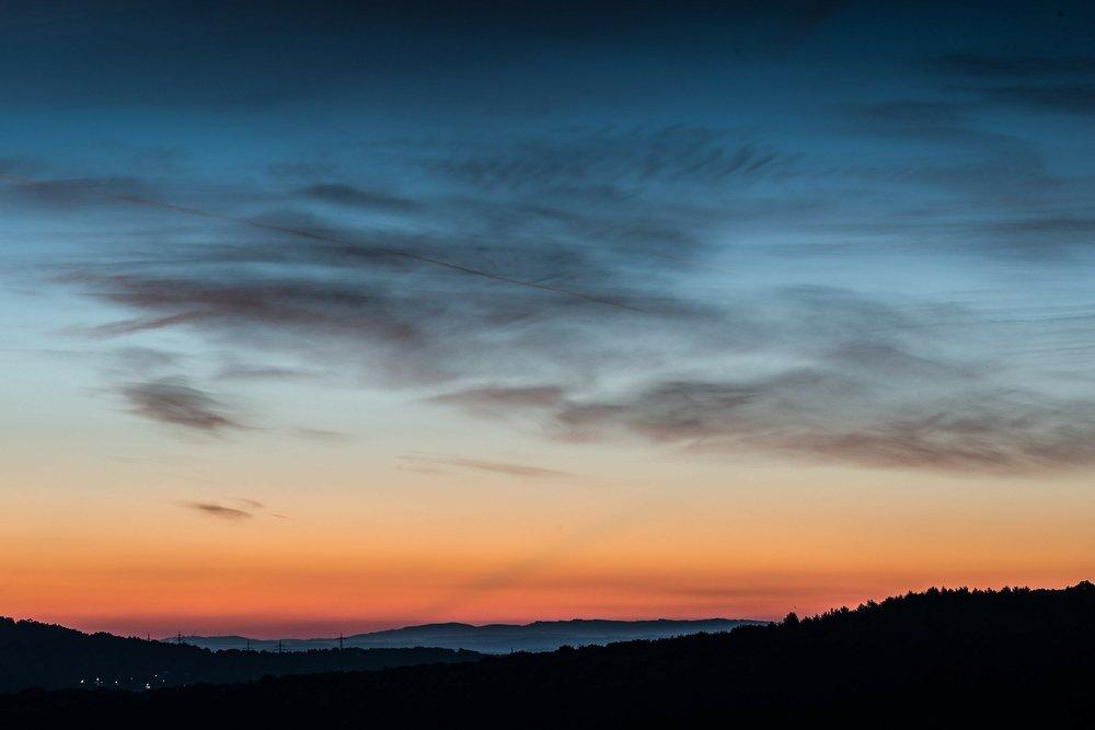 sunrise-209146_1920.jpg