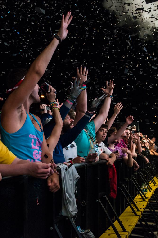 Mediate_Fans_ConcertFansPhotography_SS-1.jpg