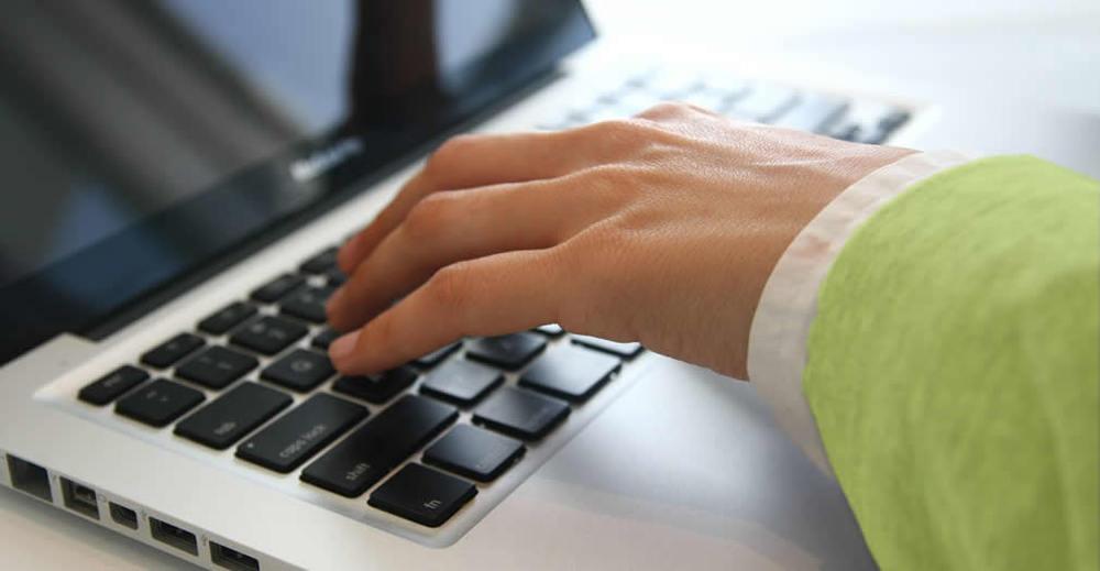 handslaptop.jpg