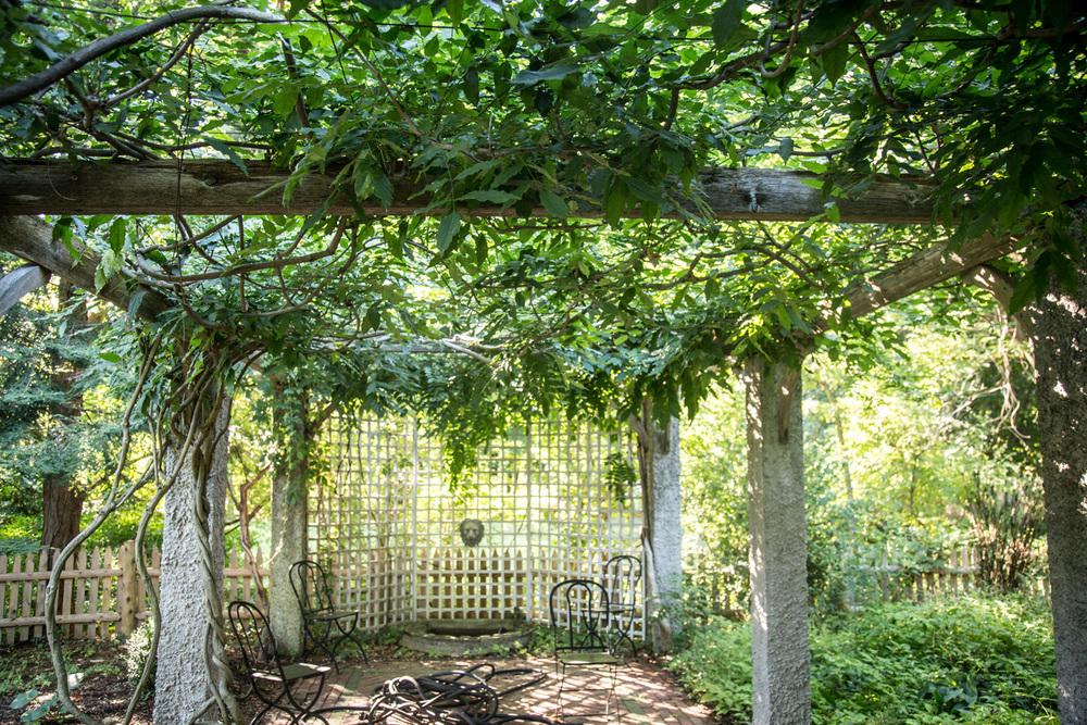 John de Lellis Gardens 1310.jpg