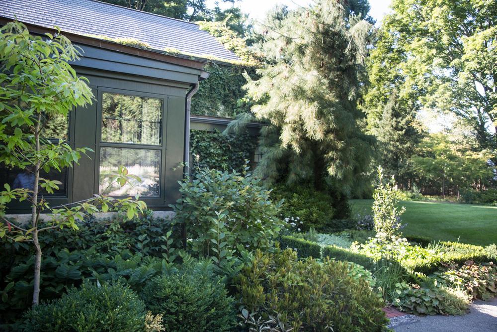 John de Lellis Gardens 1326.jpg