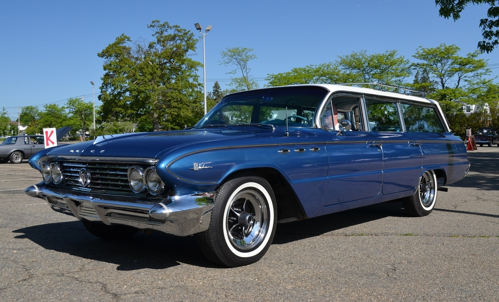 Eric Stoldt: 1961 LeSabre Estate Wagon