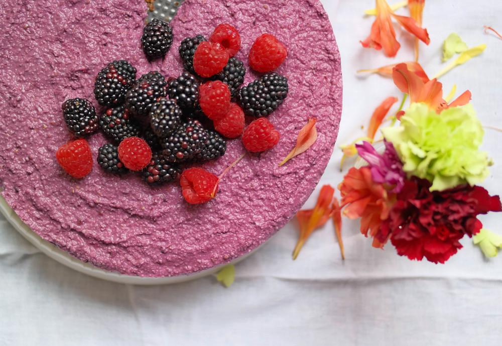 Raw-Blackberrie-Cheesecake | www.8thandlake.com