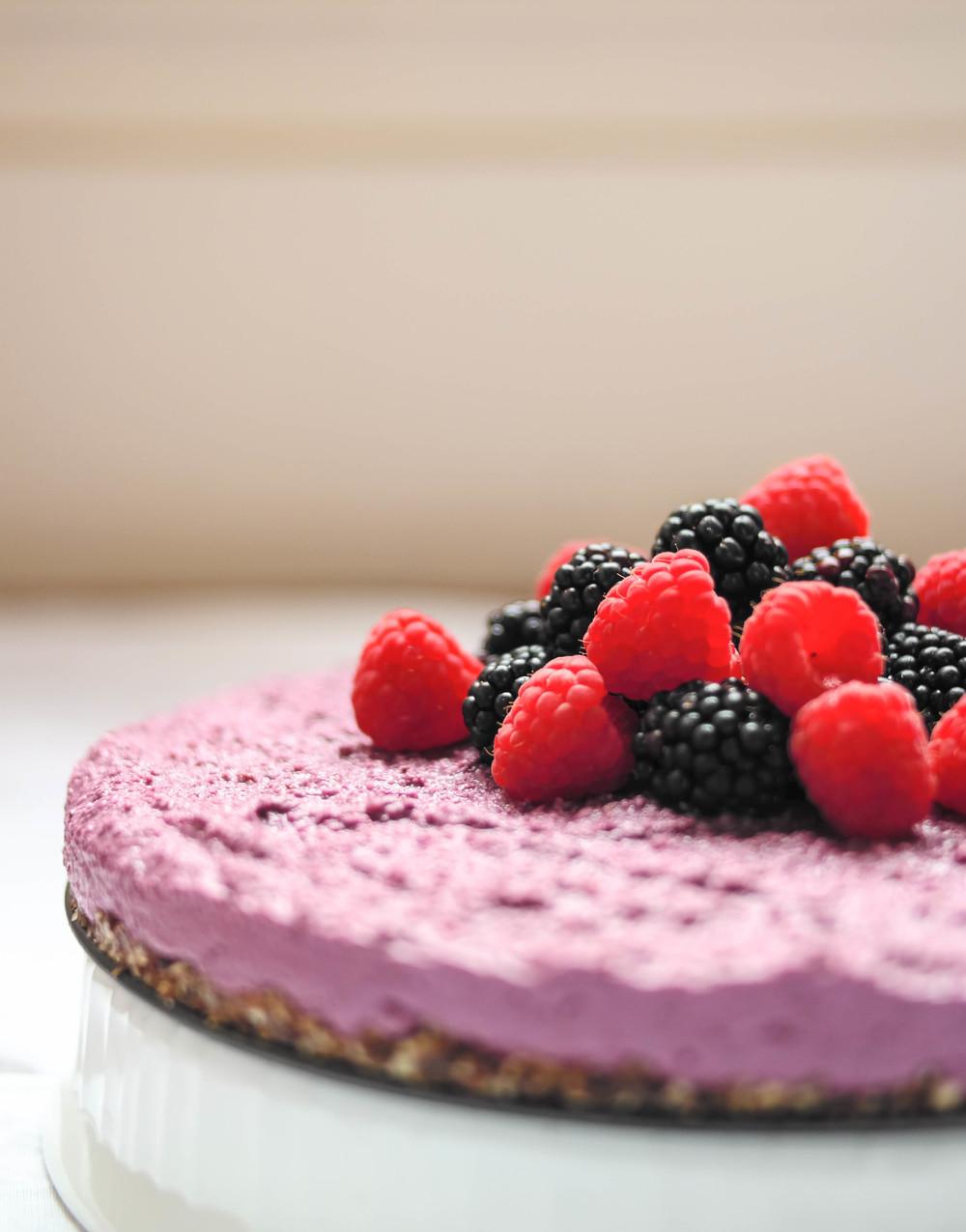 2-Raw-Blackberrie-Cheesecake | www.8thandlake.com