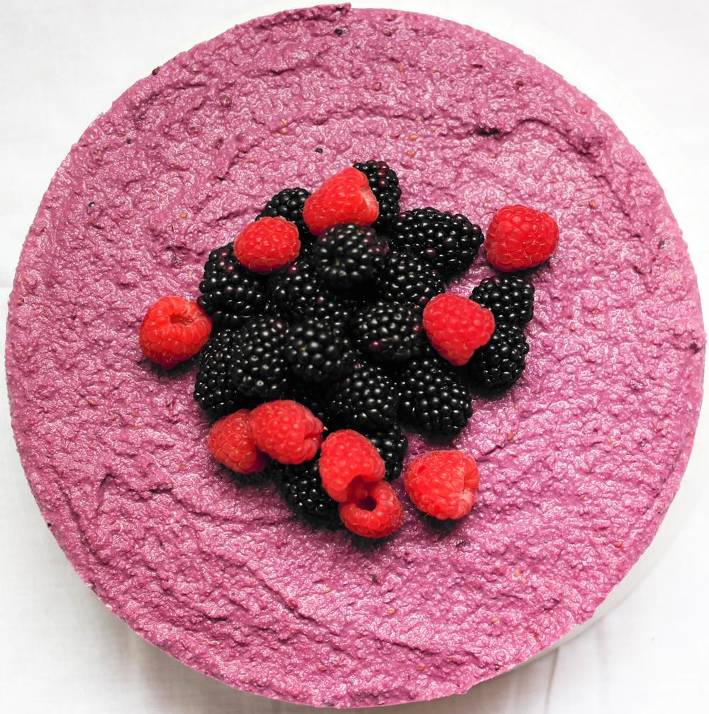 5-Raw-Blackberrie-Cheesecake | www.8thandlake.com