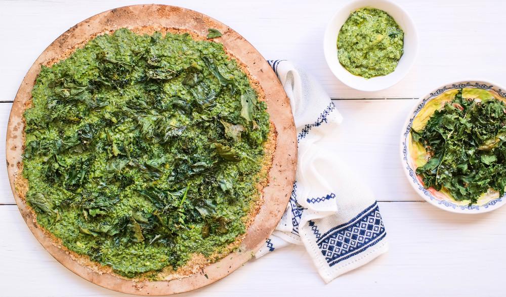 Pesto-and-Kale-Cauliflower-Pizza-Crust | www.8thandlake.com