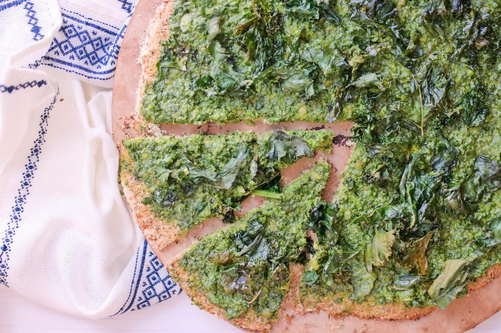 5-Pesto-and-Kale-Cauliflower-Pizza-Crust | www.8thandlake.com