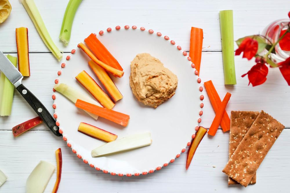 4-Delicious-Paprika-Hummus | www.8thandlake.com