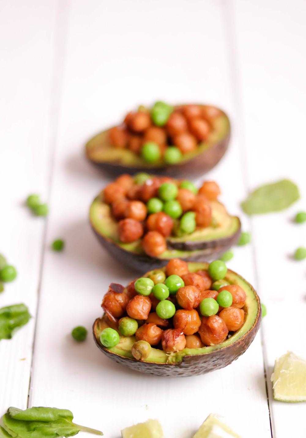 4-Stuffed-Avocado-with-Chili-Chickpeas | www.8thandlake.com