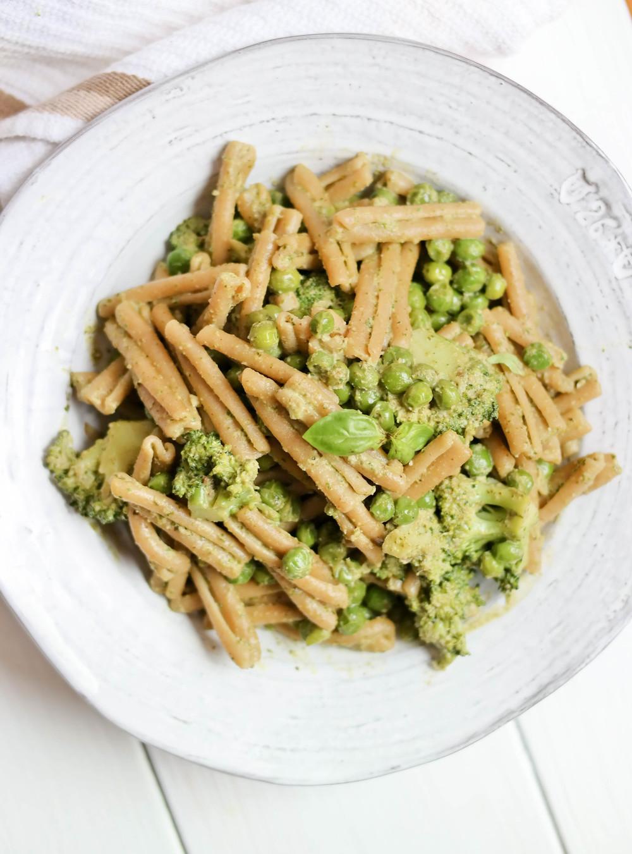 4-Pesto-Pasta-with-Peas-and-Broccoli | www.8thandlake.com