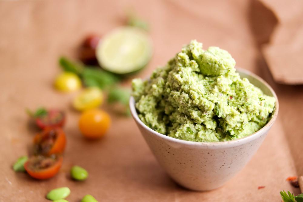 3-Edamame-guacamole-sans-avocado | www.8thandlake.com