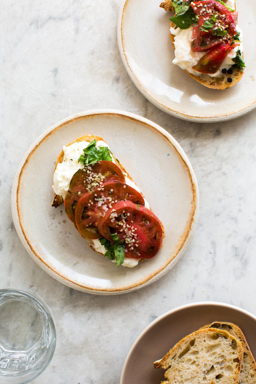 2-Tomato-and-Burrata-Sourdough-Toast | www.8thandlake.com