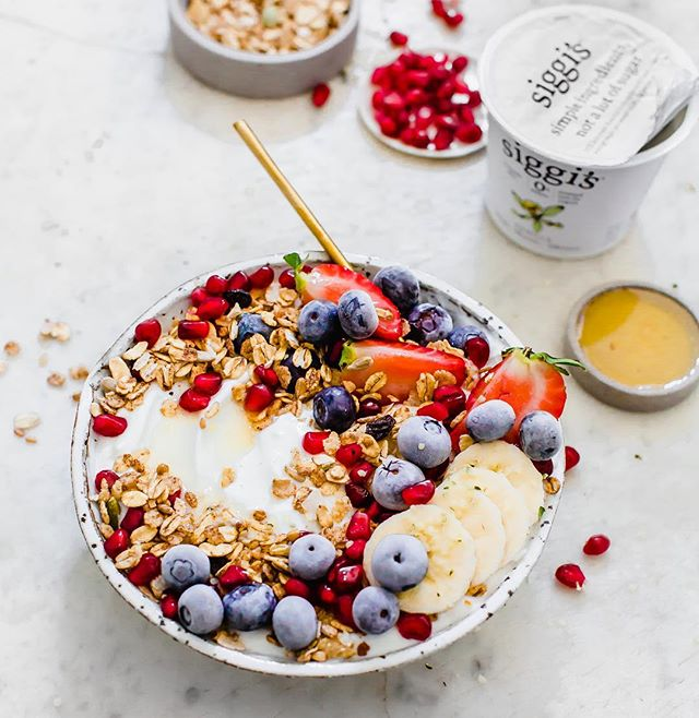 When your yogurt bowl looks just like a jewel box. 😍 Pops of pomegranate, frosted blueberries and crispy granola all over vanilla yogurt. ✨ ~ If you want to streamline your breakfasts, so you don't even have to think twice about what to make in the early a.m. just make these little yogurt bowls the night before. 👌🏻 On Sunday nights I take a few mason jars, layer in @siggisdairy vanilla yogurt (a good source of protein and so, so creamy), then top it off with anything you're craving - I add a mix of fruit and granola for the crunch favor ☺️ Seal with a lid and pop them into your fridge and enjoy for breakfast throughout the week. ~ Hope this shows you just how easy having a nourishing breakfast can be. ~ Do you guys have any tips for healthy eating in the morning? Comment below as we'd would love to hear what your breakfast routine looks like ❤️ Enjoy! #siggisdaily #sponsored