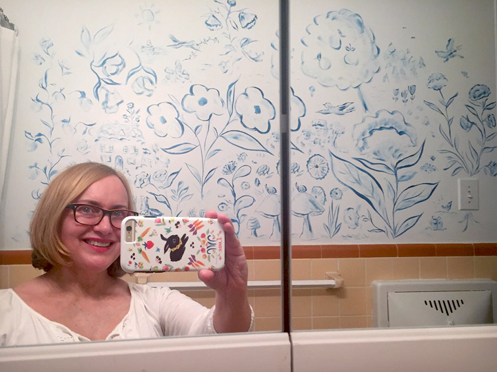 Allyn_Howard_bathroom-mural-selfie.jpg