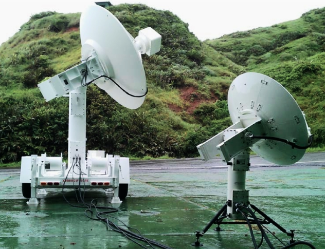 The PD 500 mobile tracking system (left) together with its little brother, the Portable PD300 (right).