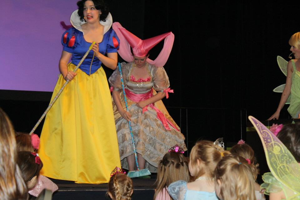 Snow White tries to teach them how to sweep, but they didn't like it.