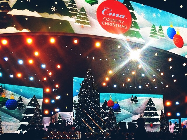 CMA Country Christmas (Hunter Hayes, Carrie Underwood, Little Big Town, Brett Eldridge, Brad Paisley, Steven Tyler, Dan + Shay, Lucy Hale, Jennifer Nettles)