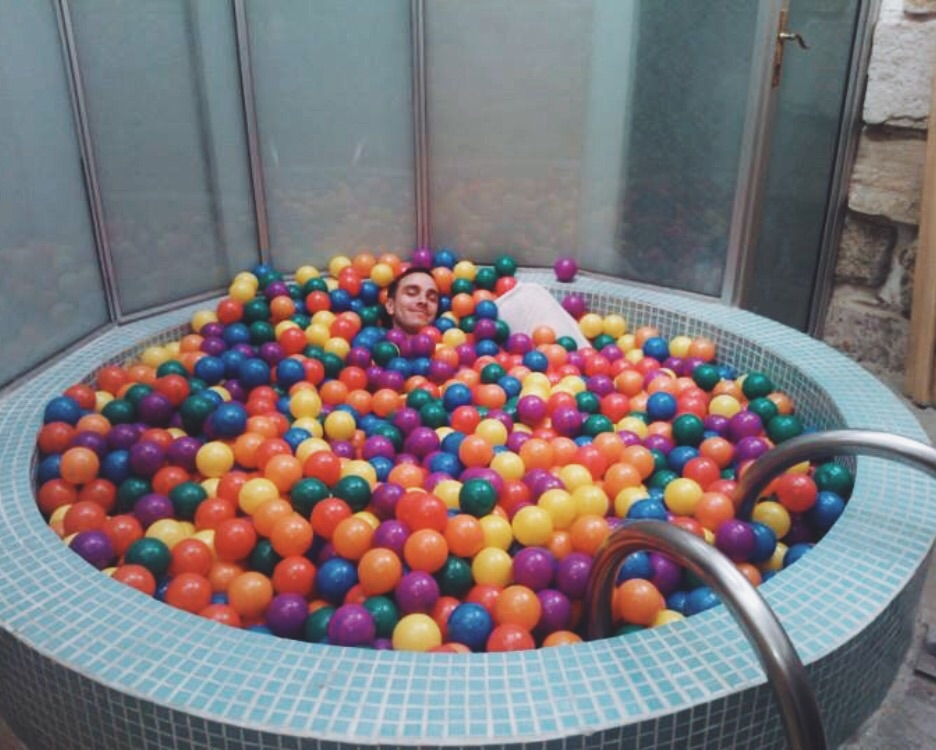 DIY Ball Pit For Adluts