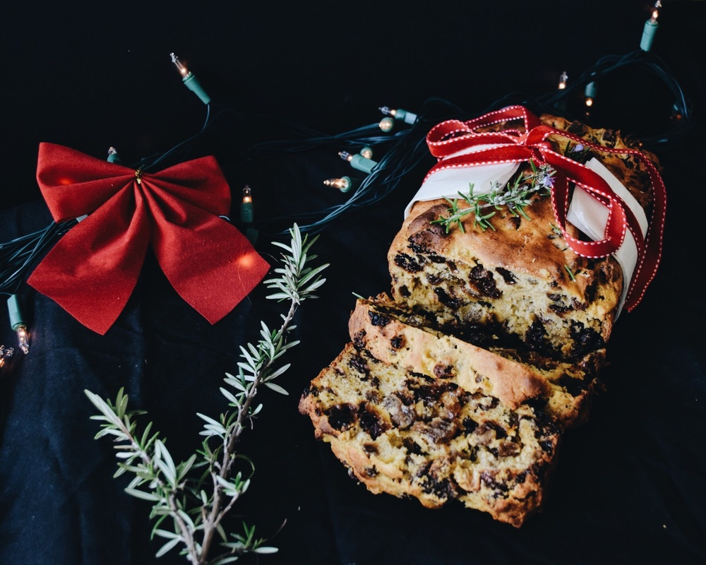 Christmas mango fruitcake