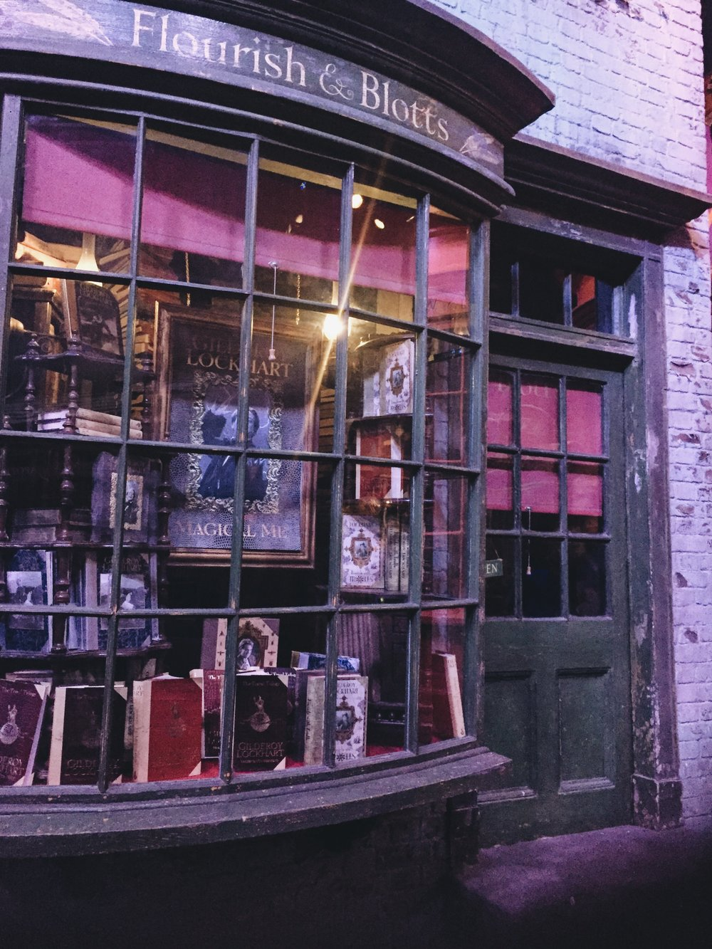 Harry Potter Diagon Alley flourish & Blotts
