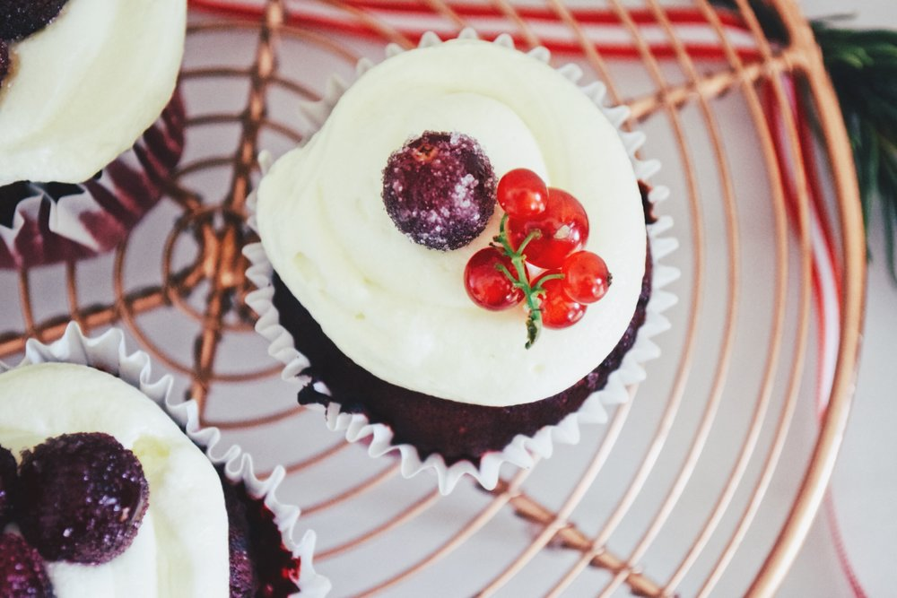 Ruby & Cake - Christmas Cupcakes with red fruits