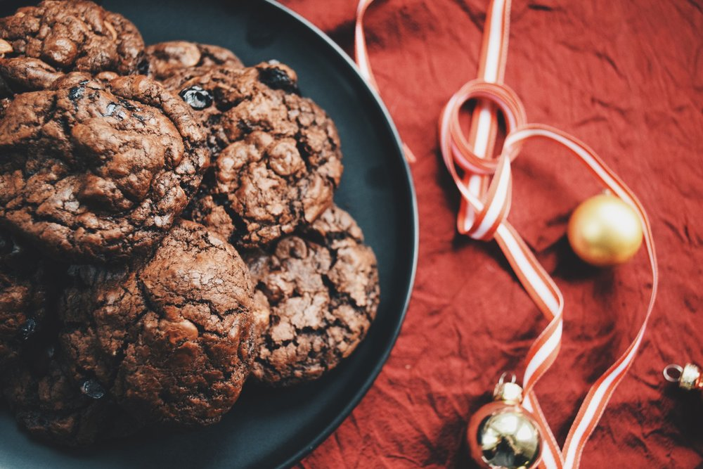 chocolate & sour cherry cookies