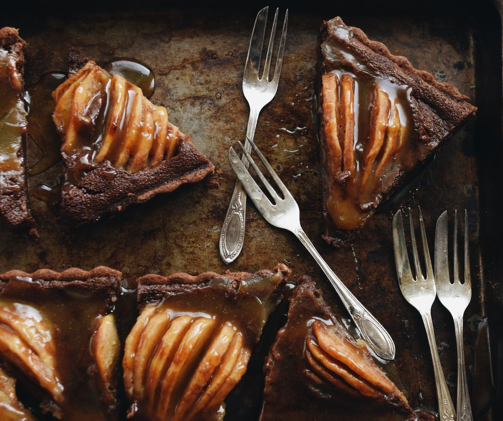 chocolate custard tart with whiskey caramel and pears