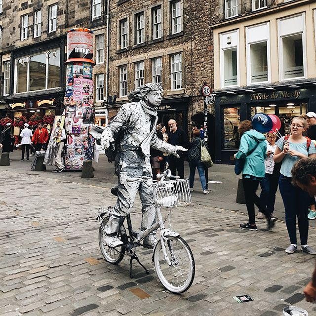 Weekend post fringe feels very lazy. Living In Edinburgh while the fringe festival raged has been bloody brilliant - so many street performers, so many shows, so many creatives and so little time to enjoy it all.
