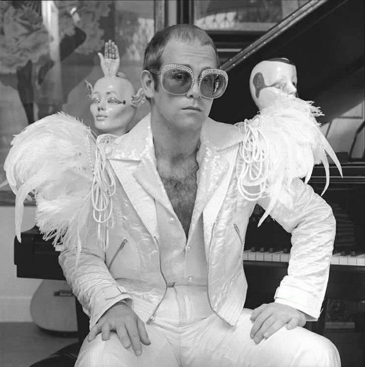 superseventies: Elton John photographed by Terry O'Neill, 1973. It is a genuine life aspiration of mine to dress like Elton John in this picture. #dreams