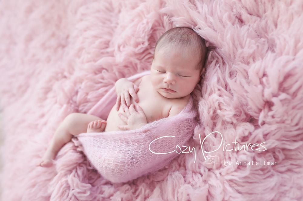 Newborn_Orlando_1_cozy_pictures.jpg
